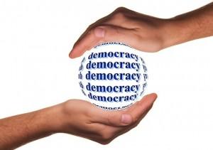 Il faut beau tenir la démocratie comme promis
