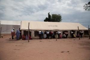7-Dans cette tente, se tient la réunion des bailleurs. Sur le site des retournés de Danamadja   Crédit photo/ Adriana Borra